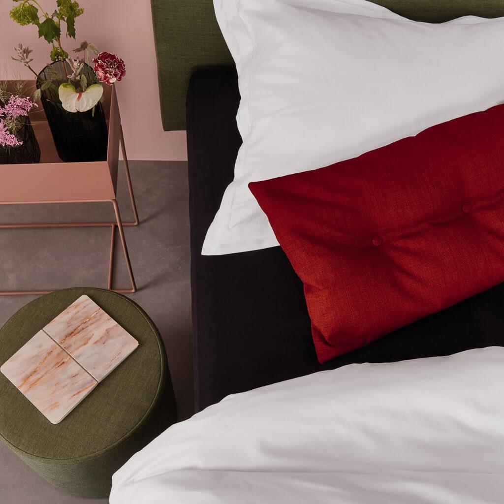 Pique dekbedovertrek white on an Auping bed