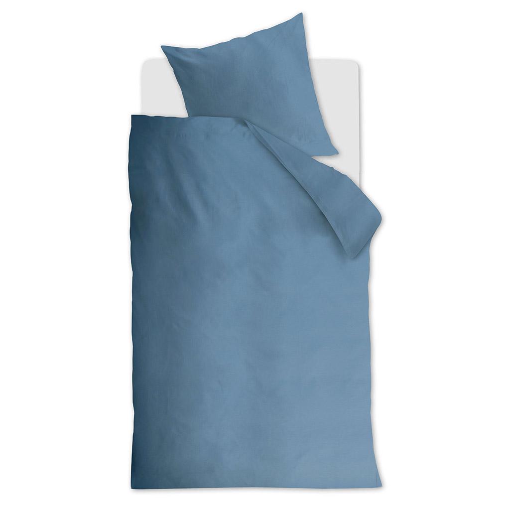 Phoebe dekbedovertrek blue op een Auping Essential bed
