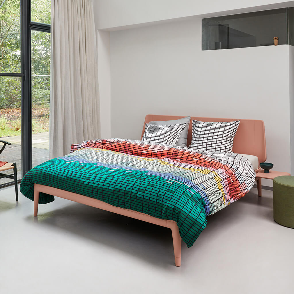 Housse de couette Saturn multi on an Auping bed