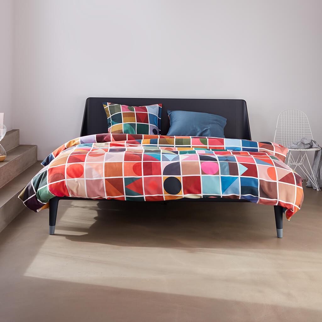 Coventry dekbedovertrek multi op een Auping Original bed