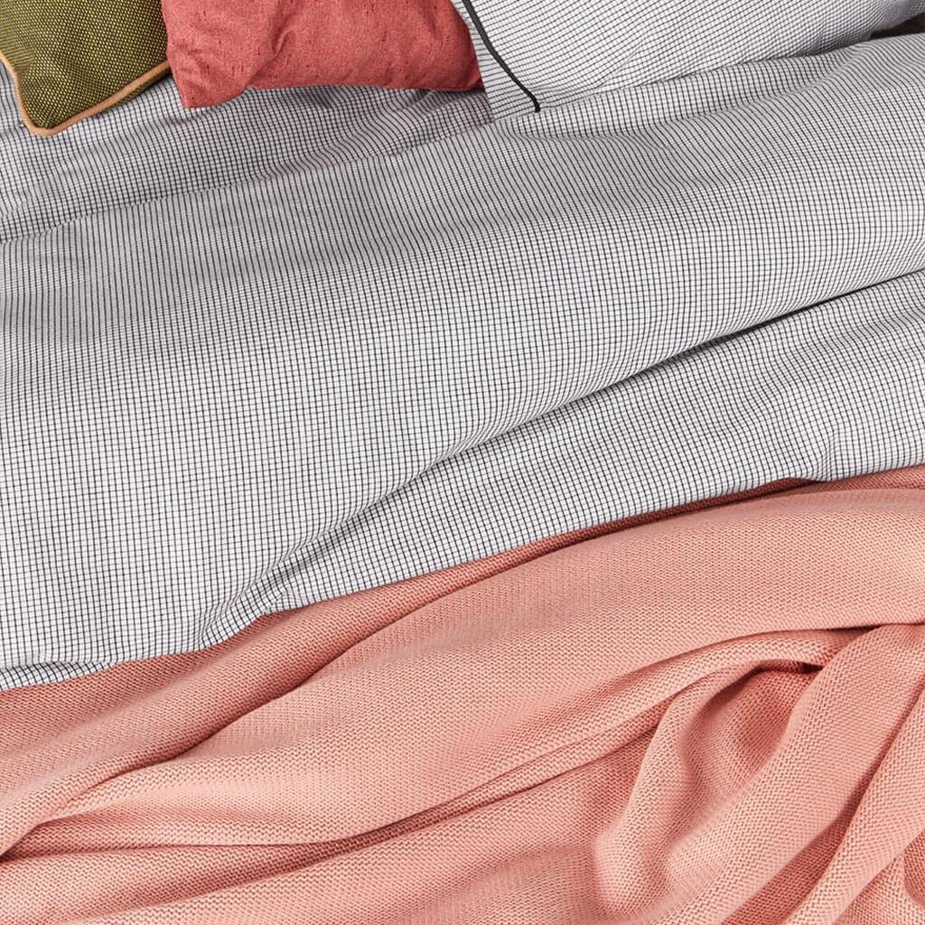 Troy bedsprei Soft Pink folded